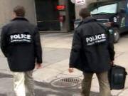 Des policiers se dirigent vers les bureaux de la FTQ