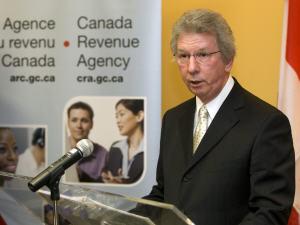 Le ministre fédéral du Revenu, Jean-Pierre Blackburn