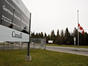 Entrée sur le site de la base de Valcartier.