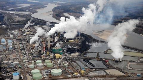 Site d'exploitation de sables bitumineux en Alberta, à Fort McMurray
