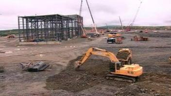 Travaux de construction d'une mine d'or à ciel ouvert en Abitibi