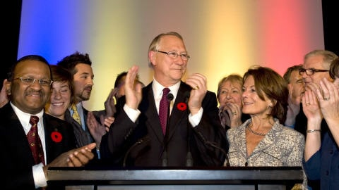 Le maire de Montréal, Gérald Tremblay, célèbre sa troisième élection à la mairie, le 2 novembre 2009.