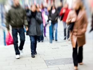 Des passants dans la rue