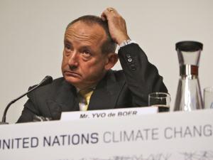 Yvo De Boer, secrétaire exécutif de la Convention-cadre des Nations Unies sur les changements climatiques, durant sa conférence de presse à l'ouverture de la conférence de Copenhague