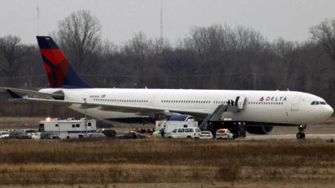 L'avion a été placé dans une aire sécurisée de l'aéroport de Détroit.
