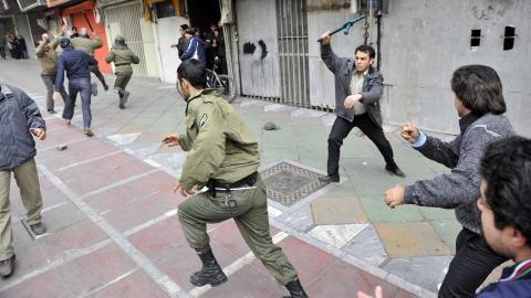 Affrontement entre des opposants et les forces de l'ordre