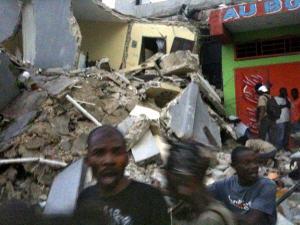Un puissant séisme de magnitude 7 dévaste Port-au-Prince
