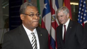 Le premier ministre d'Haïti, Jean-Max Bellerive, et le ministre des Affaires étrangères du Canada, Lawrence Cannon