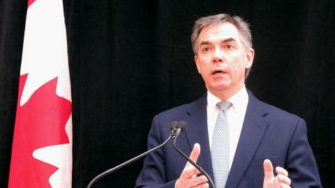Le ministre de l'Environnement, Jim Prentice