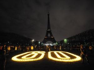 La Tour Eiffel plongée dans le noir pour l'événement Une heure pour la Terre.