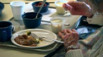 Des milliers de personnes âgées au Québec sont sous-alimentées lorsqu'elles arrivent en institution.