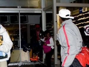 Quelques vitrines ont volé en éclats lors de la soirée.