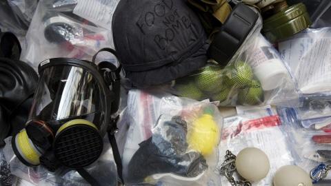 La police a exhibé, mardi, des objets confisqués pendant la tenue du sommet du G20.
