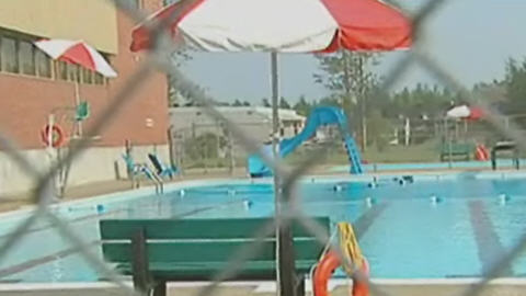 Un jeune gar on meurt noy ici radio for Canadian tire piscine hors terre