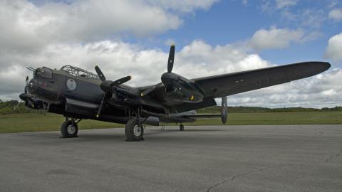 Un bombardier Lancaster est de retour au Western Canada Aviation Museum.