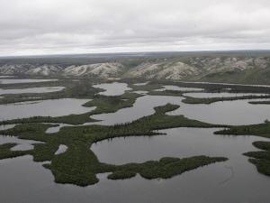 Le pergélisol du bassin du fleuve Mackenzie, dans les Territoires du Nord-Ouest, contient beaucoup d'hydrate de méthane.
