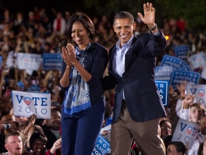 Barack et Michelle Obama lors d'un rassemblement à la Ohio State University à Columbus.
