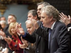 Le premier ministre Charest a été applaudi par ses députés lors du débat.