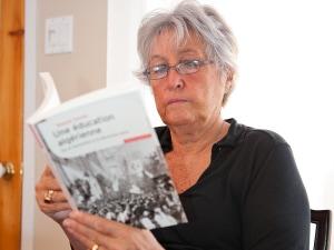 Dans «Une éducation algérienne», Wassyla Tamzali  livre un poignant témoignage qu'elle entame avec le récit d'un événement tout aussi marquant que traumatisant : l'assassinat de son propre père.