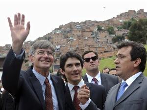 Le secrétaire d'État adjoint James Steinberg a visité Medellin lors de son passage en Colombie.