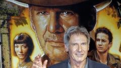 Harrison Ford salue la foule à son arrivée de la projection de «Indiana Jones et le royaume du crâne de cristal», à Tokyo, le 4 juin 2008
