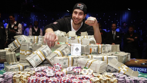 Jonathan Duhamel a remporté le gros lot de 8,9 millions de dollars.
