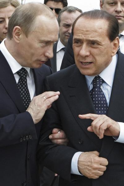 Vladimir Poutine et Silvio Berlusconi (archives)