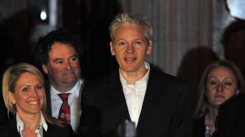 Julian Assange après avoir été libéré sous caution.