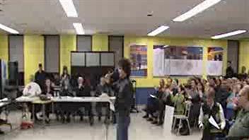 300 citoyens ont manifesté leur opposition au projet d'établissement d'usine de traitement des boues septiques à Farrelton