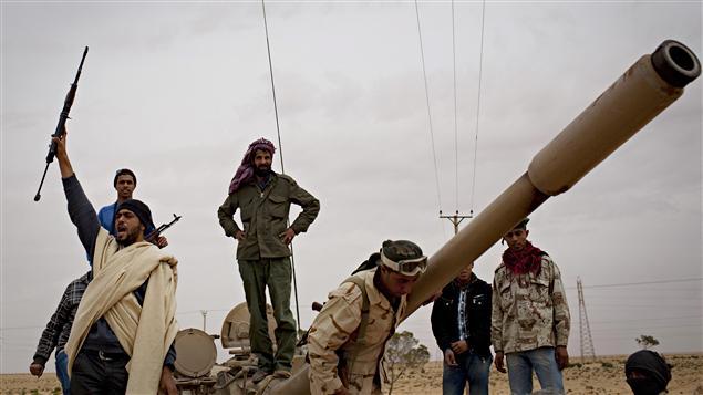 Des rebelles libyens à Benghazi