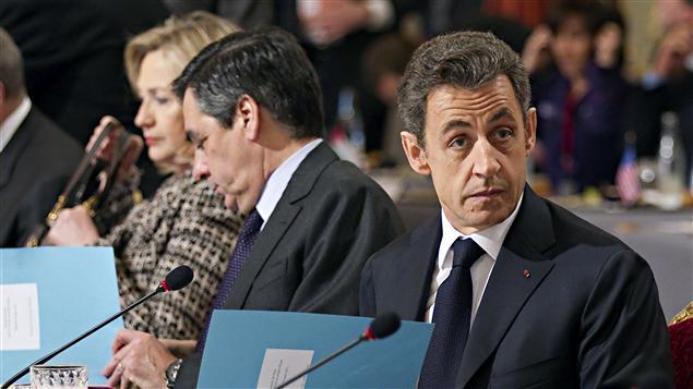 Hillary Clinton, secrétaire d'État des États-Unis, François Fillon, premier ministre français, Nicolas Sarkozy, président français (19 mars 2011)