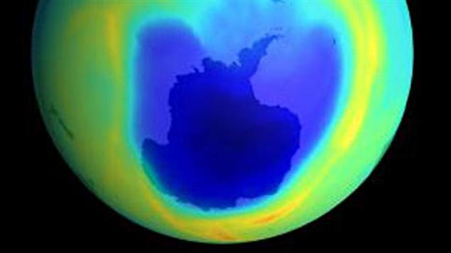 Diminution record de la couche d 39 ozone dans l 39 arctique - Distance entre la terre et la couche d ozone ...