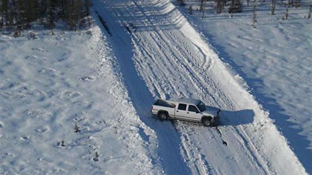 La GRC a secouru cinq hommes dont la camionnette s'était enlisée sur une route hivernale au nord de la province.