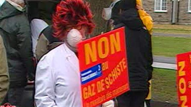 Des résidents de Saint-Denis-sur-le-Richelieu manifestent contre l'exploitation des gaz de schiste