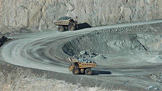 Camions dans une mine