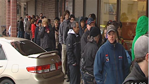 Les festivaliers faisaient la file devant les supermarchés Métro.