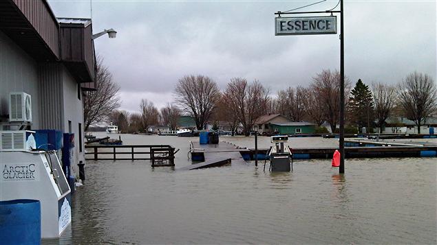 La marina Fortin à Saint-Paul-de-l'Île-aux-Noix, en Montérégie, est endommagée par l'eau.