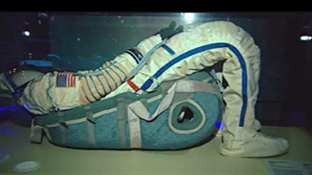 des astronautes canadiens expliquent leur quotidien dans l 39 espace ici radio. Black Bedroom Furniture Sets. Home Design Ideas