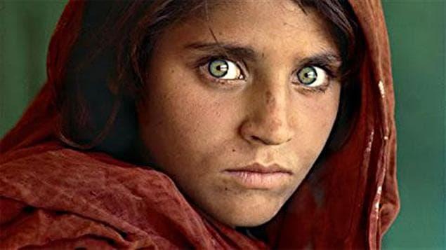 Actualités du monde : Pakistan: l'Afghane aux yeux verts du National Geographic arrêtée