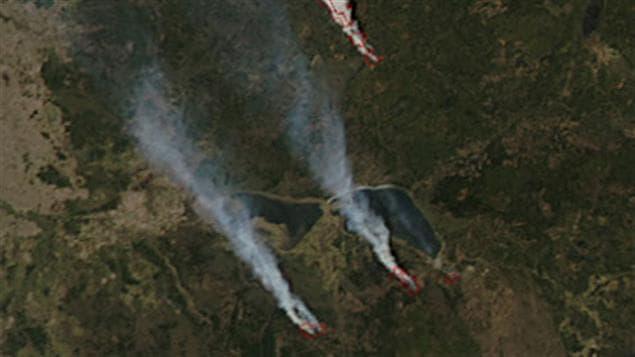 Image satellite des feux de forêt en Alberta