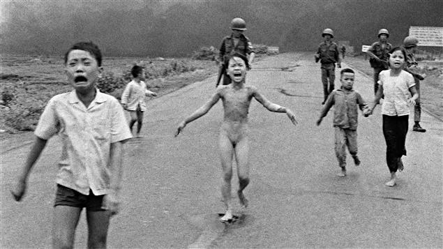 Célèbre photo de la jeune fille au napalm au Vietnam