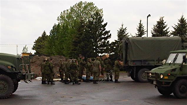 Militaires à l'oeuvre à Saint-Paul-de-l'Île-aux-Noix