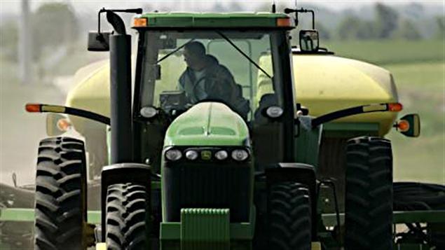Un agriculteur travaille dans son champ (archives).