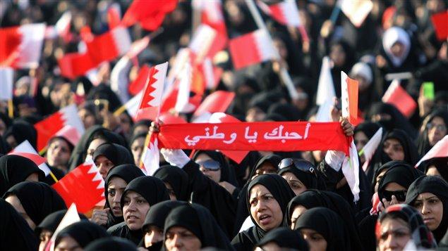 Des milliers de Bahreïnis ont manifesté pacifiquement dans les rues de Sintra, le 17 juin, à l'appel du parti chiite Wefaq.