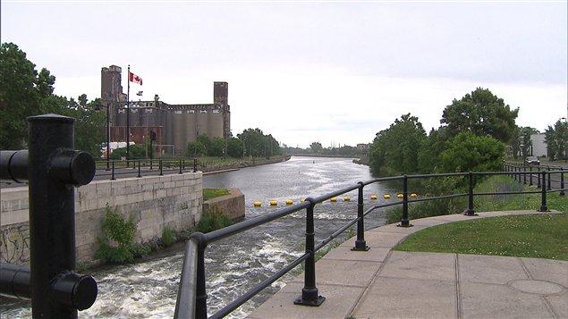 Une écluse du canal Lachine à Montréal