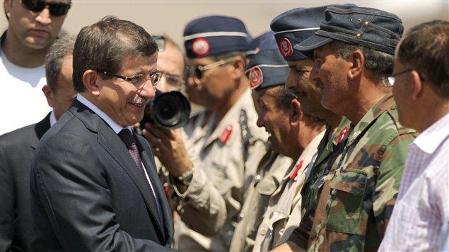 Le ministre turc des Affaires étrangères, Ahmet Davutoglu, reçu à Benghazi