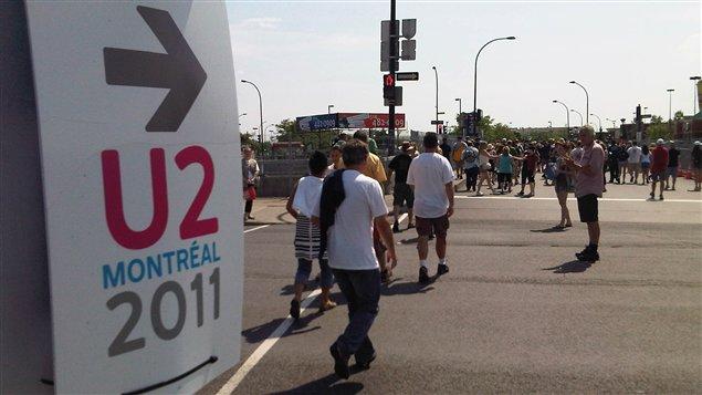 Le niveau d'activité augmente aux abords de la station Namur, à quelques heures du spectacle de U2 à l'ancien hippodrome.