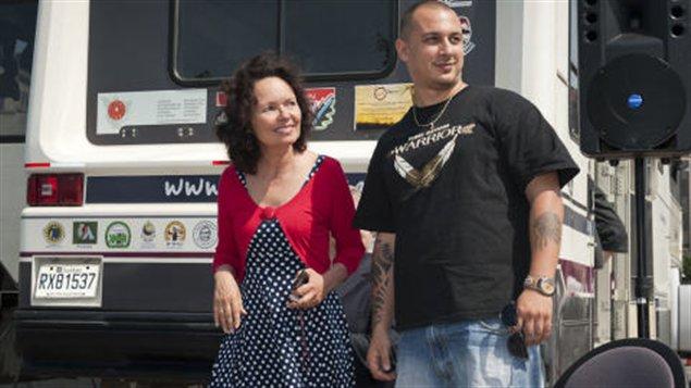 Manon Barbeau, directrice-fondatrice du Wapikoni mobile, et le rappeur algonquin Samian, porte-parole de l'organisme.