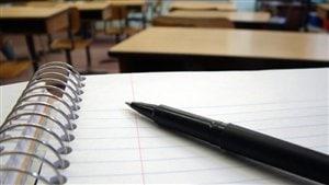 Un crayon sur un cahier