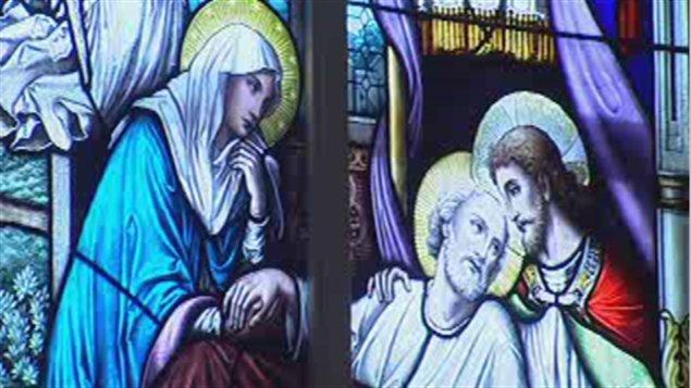 Un vitrail de l'église Sainte-Anne